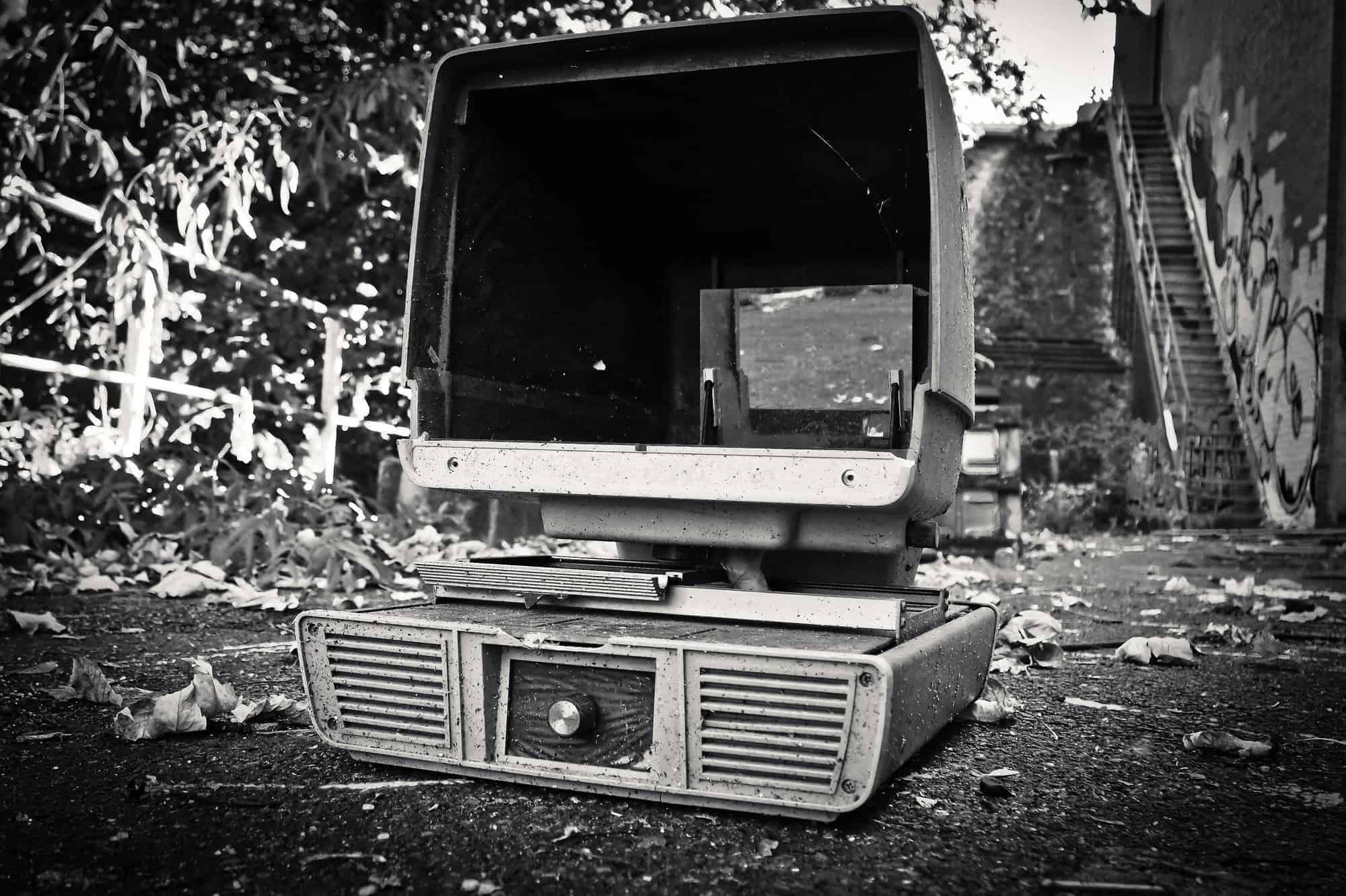 ordinateur noir et blanc